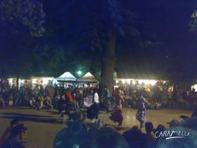 Country festival v Ardeche - dancing stage a Caramella  » Click to zoom ->