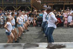 Line dance  » Click to zoom ->